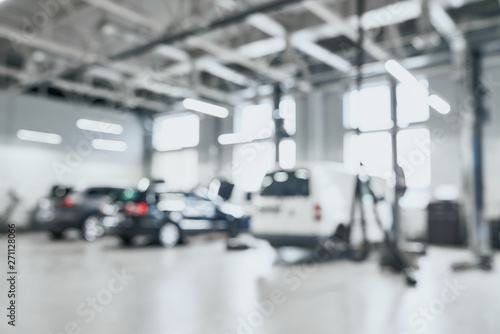 Tela Abstract blur of spacious garage with three cars in one row