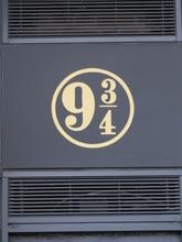 Sign For Platform 9 3/4 In Kin...