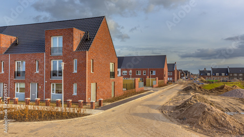 Foto Newly built houses in modern street