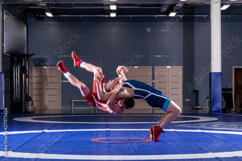 Obrazy Zapasy   obraz-na-plotnie-the-concept-of-fair-wrestling-two-greco-roman-wrestlers-in-red-and-blue-uniform-wrestling-on-a-wrestling-carpet-in-the-gym-the-concept-of-fair-wrestling