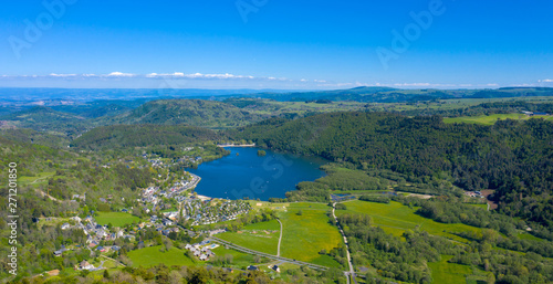 Fotografie, Obraz lac chambon, auvergne in france, aerial view