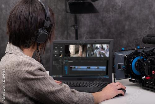 Obraz Young woman video editor working in studio - fototapety do salonu