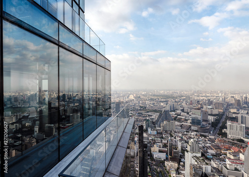 Modern glass building with crowded downtown at bangkok city Fototapet