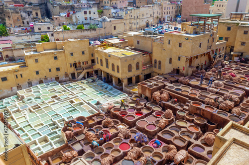 Fotografía Aerial view of the colorful leather tanneries of Fez, Morocco