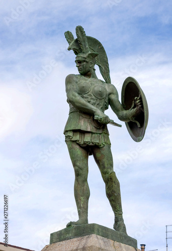 Photo Pietrabbondante, Molise, Italy: statue of an ancient Samnite warrior