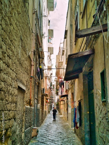 narrow street in napels italy