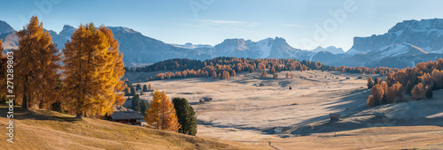 Foto auf Gartenposter Blau Jeans Landscape with sunny day in Dolomites mountans