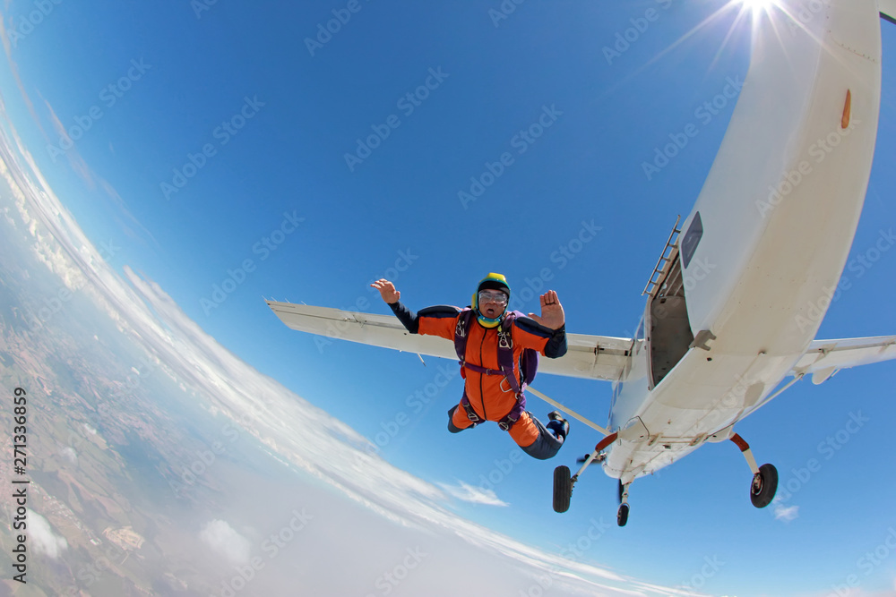 Fototapety, obrazy: An old man jumping scared from the plane.
