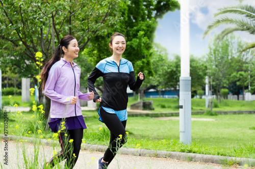 Foto ジョギングする女性2人