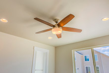 Ceiling Fan With Wooden Five B...
