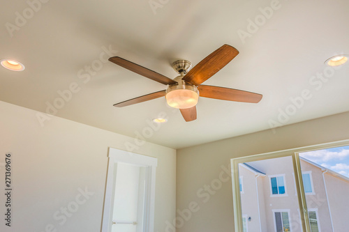 Photo Ceiling fan with wooden five blade design and built in light