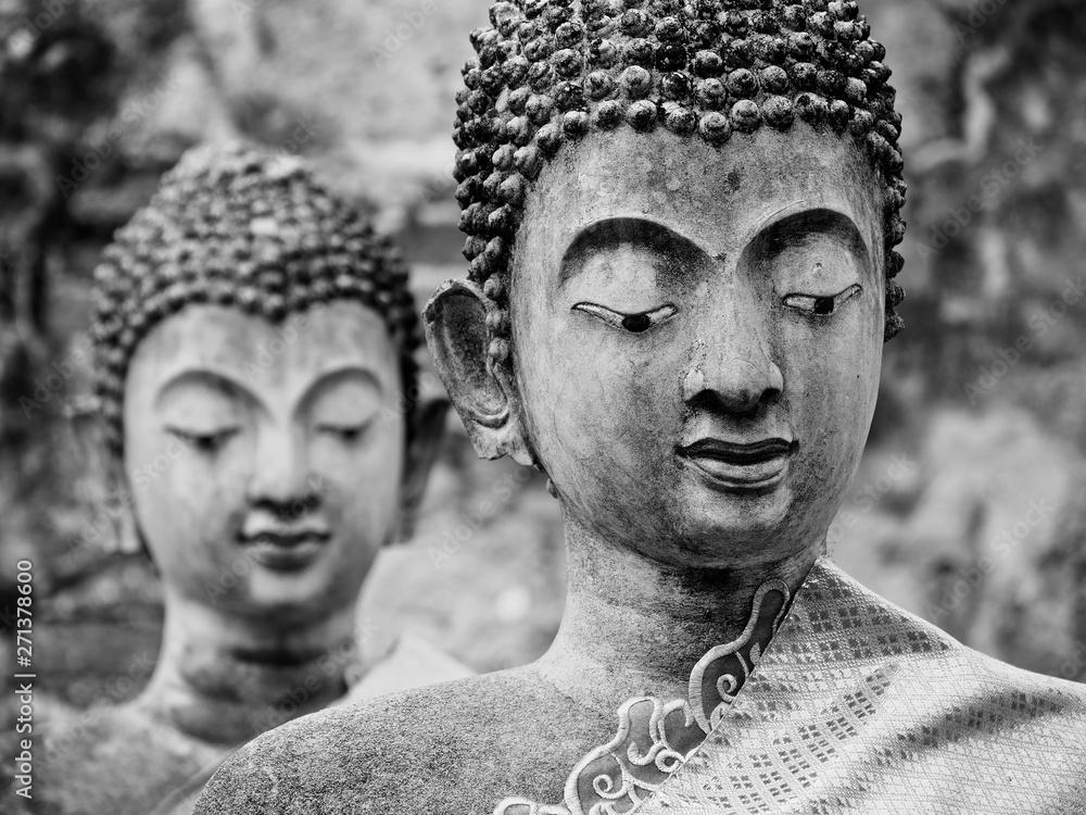 Fototapety, obrazy: Dwa stare posągi Buddy w zrujnowanej starożytnej świątyni w Ayutthaya