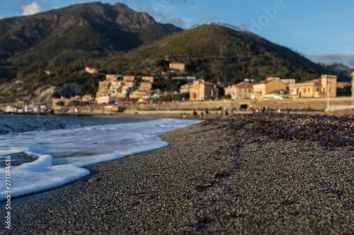 Foto op Aluminium Algerije Vague caressant le sable chaud en fin de journée