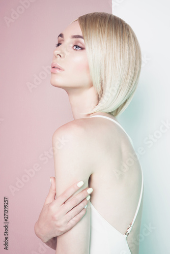 Poster womenART Beautiful sexy blonde with professional classic make-up