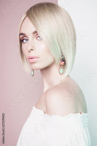 Küchenrückwand aus Glas mit Foto womenART Beautiful sexy blonde with professional classic make-up