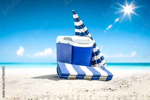 Poster Echelle de hauteur Summer time on beach and blue beach fridge on sand. Ocean landscape and sunny day.