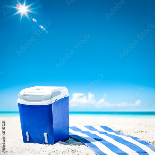 Poster Ecole de Danse Summer background of beach and ocean landscape. Sunny day and hot sand.