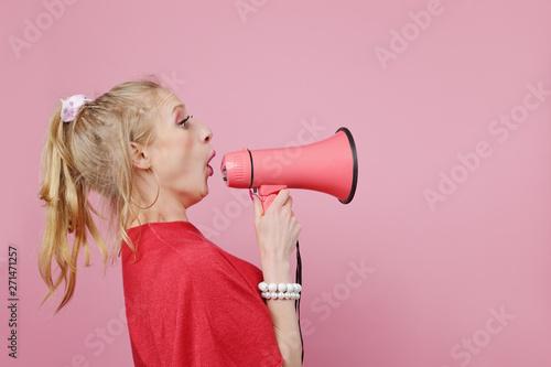 femme drôle humour fond rose Wallpaper Mural