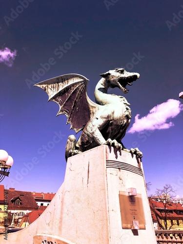 Foto op Plexiglas Historisch geb. griffin statue roars