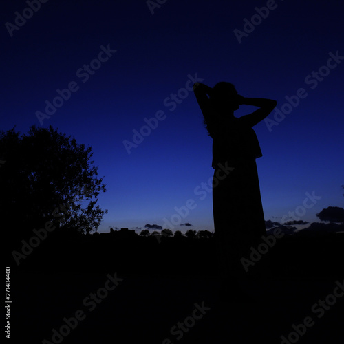 Foto op Plexiglas Historisch geb. woman in shadow