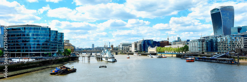 Fotografia  Skyscrapers of the City of London over the Thames , England