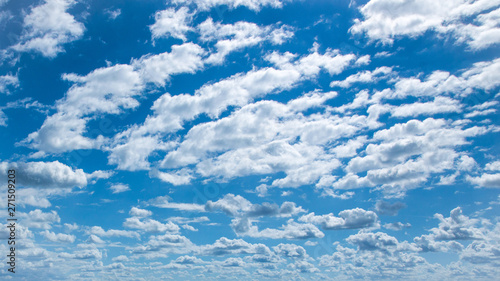 Photo  Clouds and blue sky pattern, Garda lake, Italy