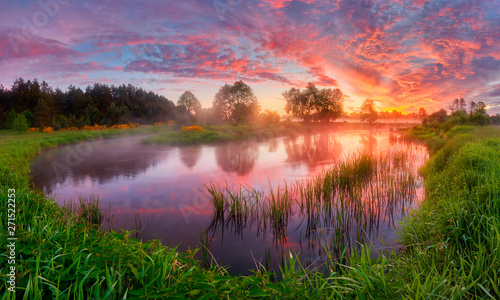 Foto auf Gartenposter Baume Beautiful summer sunrise over river banks