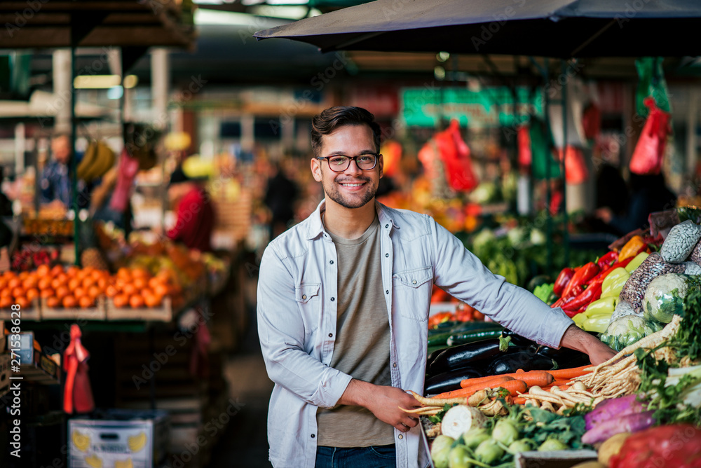 Fototapety, obrazy: Handsome young man at farmer's market, looking at camera.