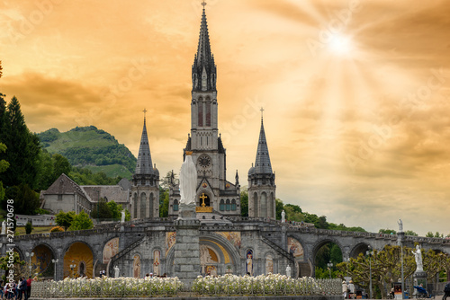Fotografie, Obraz View of the basilica of Lourdes in France