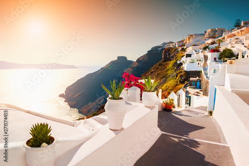 Foto auf AluDibond Santorini Beautiful sunset at Santorini island, Greece. Famous travel destination. Luxury greek resort
