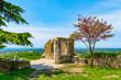 canvas print picture - Buje, Kroatien, Altstadtszene, Johanneskapelle und Friedhof mit Blick zur Adria