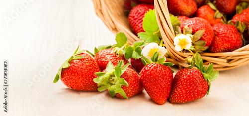 fototapeta na szkło basket with berry on table