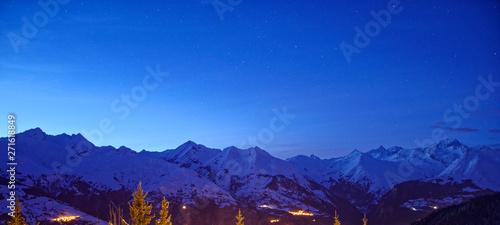 La pose en embrasure Bleu fonce Night sky in Les Arcs Massif du Mont Blanc