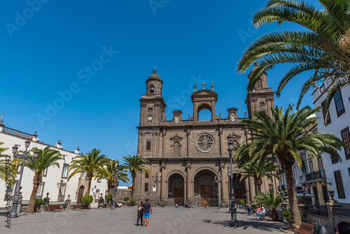 Photo  LAS PALMAS DE GRAN CANARIA, SPAIN - MARCH 10, 2019: The Cathedral of Saint Ana situated in the old district Vegueta