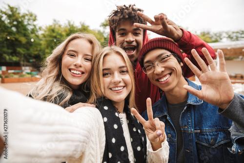 Obraz Group if cheerful multiethnic friends teenagers - fototapety do salonu