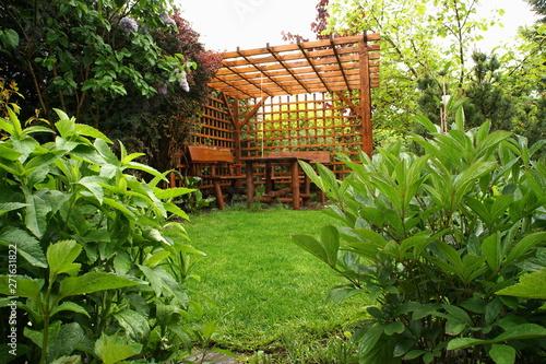 Slika na platnu Altana w ogrodzie