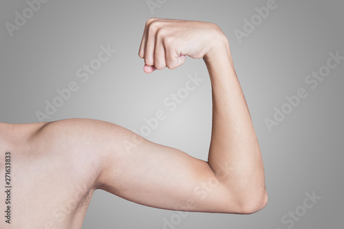 Carta da parati young thin man arm on a grey background.
