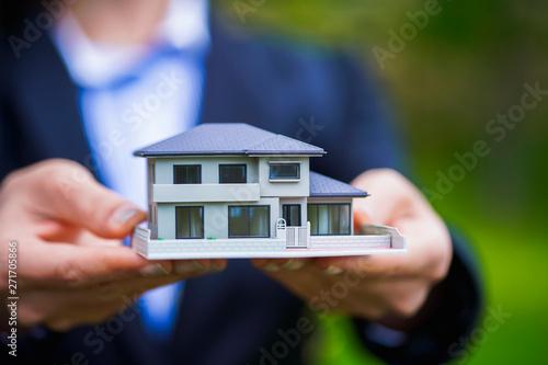 住宅模型・女性
