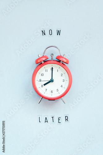 Fotografía  Concept of procrastination and time management