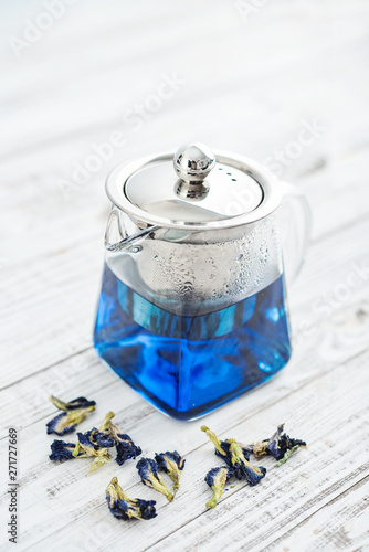 Cuadros en Lienzo Two glass cup of blue Anchan tea with teapot