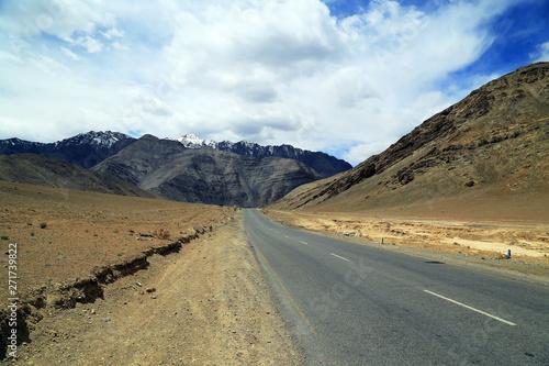 Photo Stands Eggplant The Road in Leh, Ladakh, India.