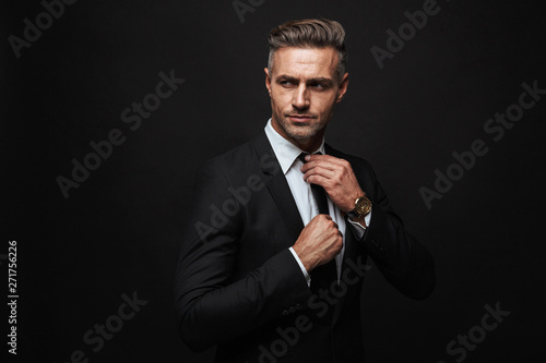 Obraz na płótnie Handsome confident businessman wearing suit