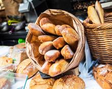 パリ 市場のフランスパン