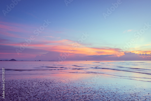 Montage in der Fensternische Lavendel Beautiful tropical pink blue sea sunset and yellow clouds baclground
