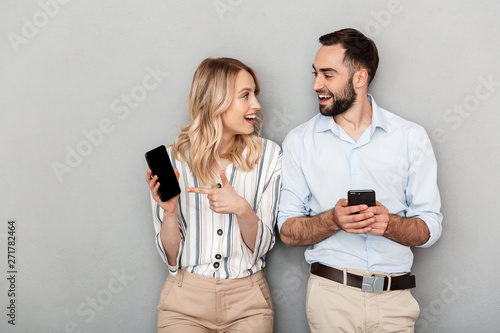 Photo sur Aluminium Akt Attractive young couple standing isolated
