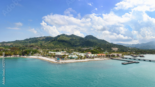 Tablou Canvas Panorama of tropical resort Amber Cove with pier for cruise ships  and resort on