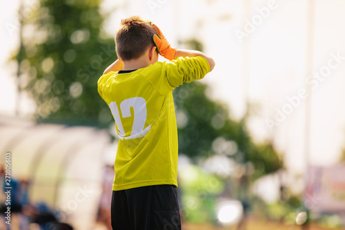 Fotomural Sad junior soccer goalkeeper