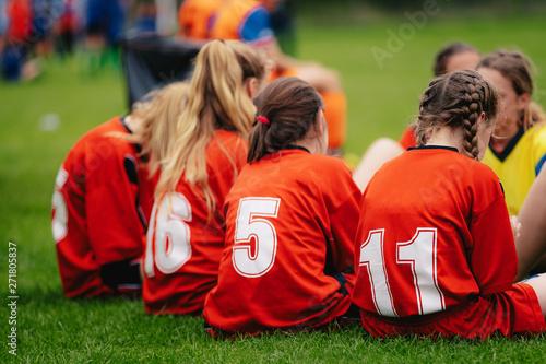 Fotografía  Girls in sports soccer team outdoors