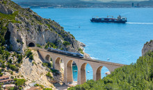 Le Train Traverse La Calanque ...