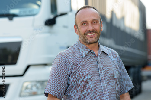 Obraz smiling truck driver - fototapety do salonu